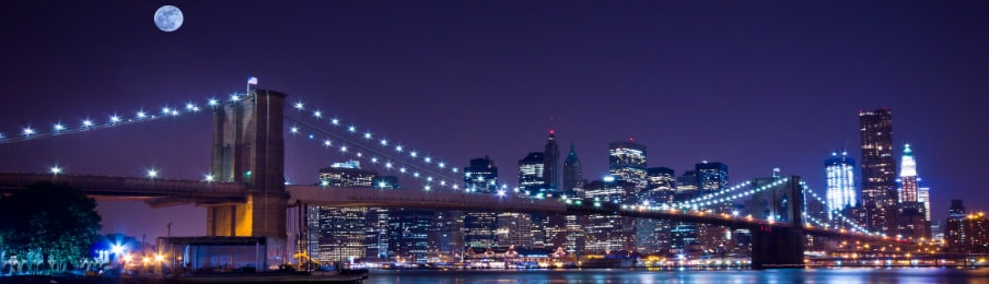 night view of brookyln bridge in new york