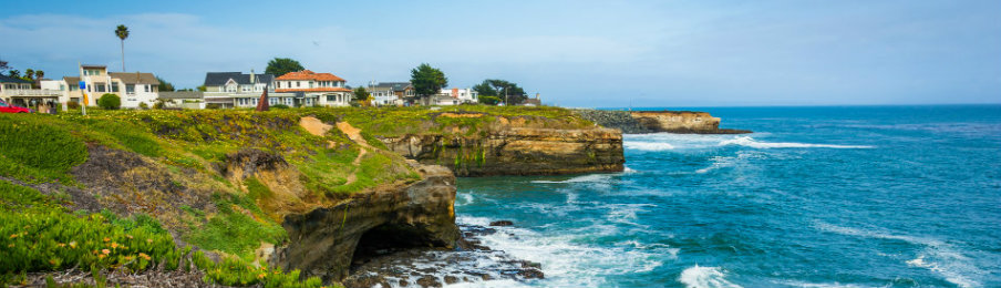 View of cliffs along the Pacific Ocean in Santa Cruz, California